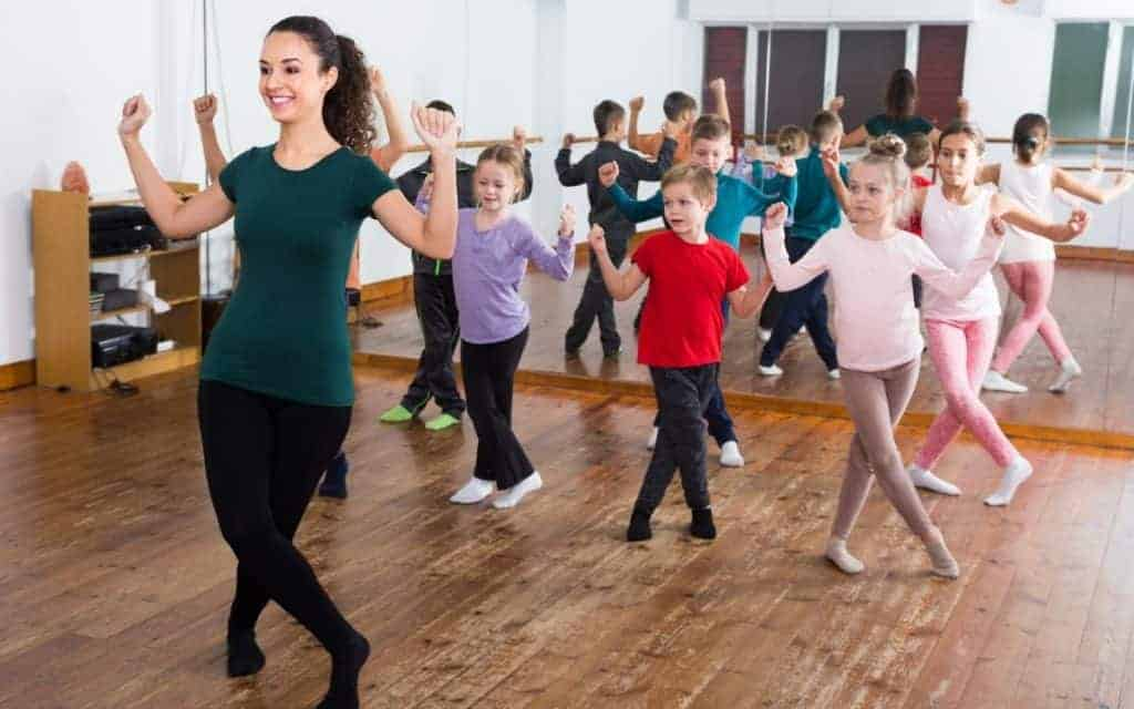 Find out the best age to start dance lessons! #dance #ballet #dancelessons #parenting #kids