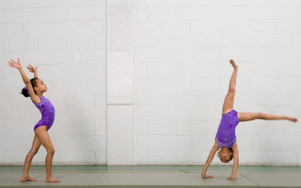 This article helped me choose between Gymnastic and Dance lessons for my kid! You should really read it if you are wondering which is best for you! #Dance #Gymnastics #dancelessons #parenting